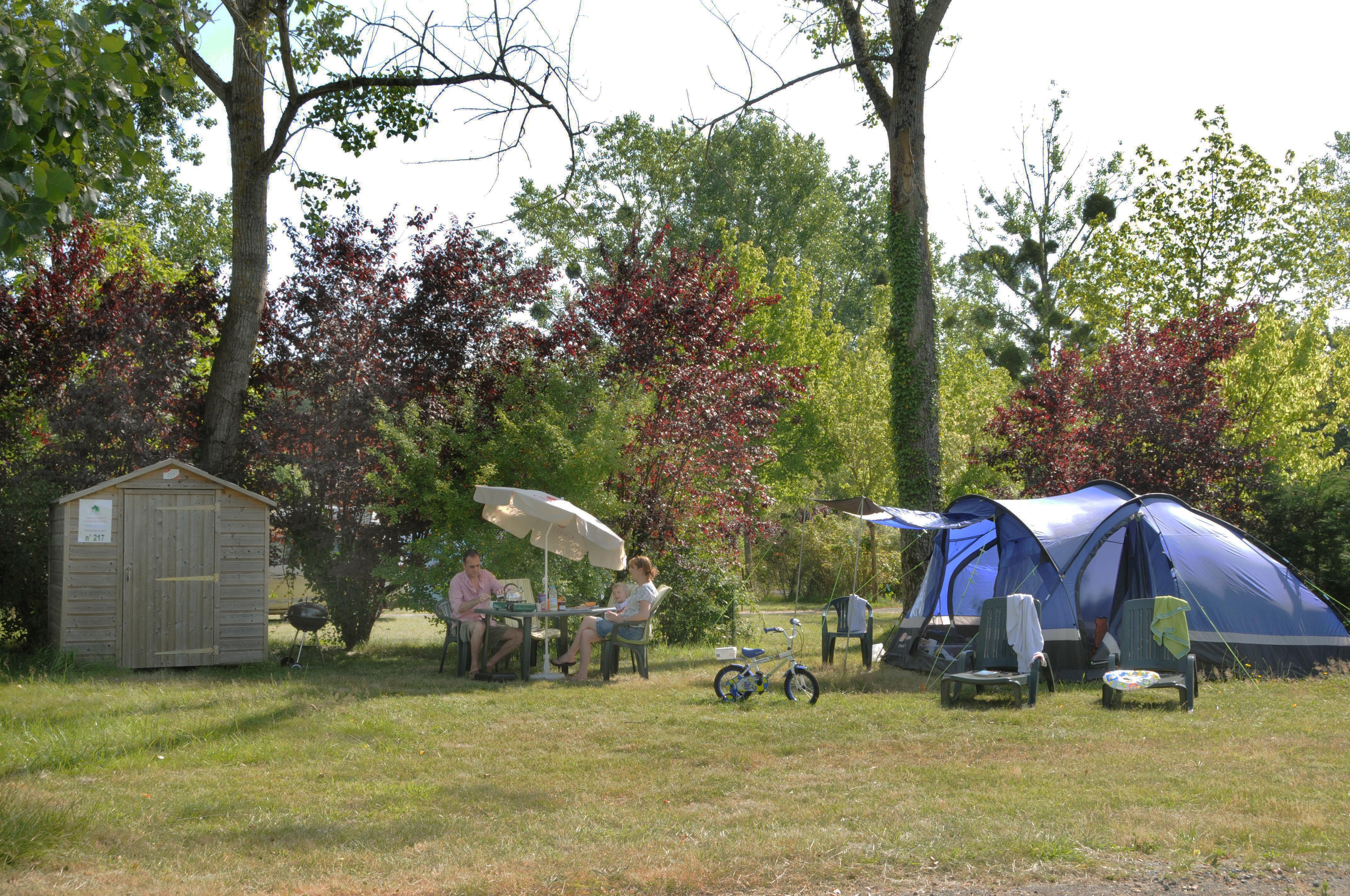 Emplacement - Emplacement Castels Premium - Electricité 10A - Eau - Evacuation - - Camping Castel Parc de Fierbois