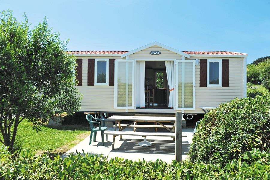 Chalet mobile Type 6 - 33 m² (8.95 x 4,20 m) avec terrasse 15 m² semi couverte avec 1 véhicule