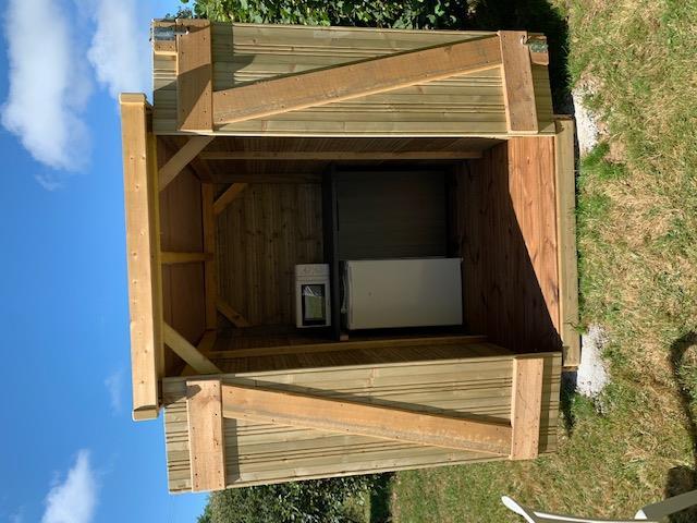 Emplacement - Emplacement Garden Park Xxl 130M² Avec Abris De Jardin,Barbecue, Micro-Ondes, Frigo, Salon De Jardin, Parasol - Camping Sites et Paysages Bellevue