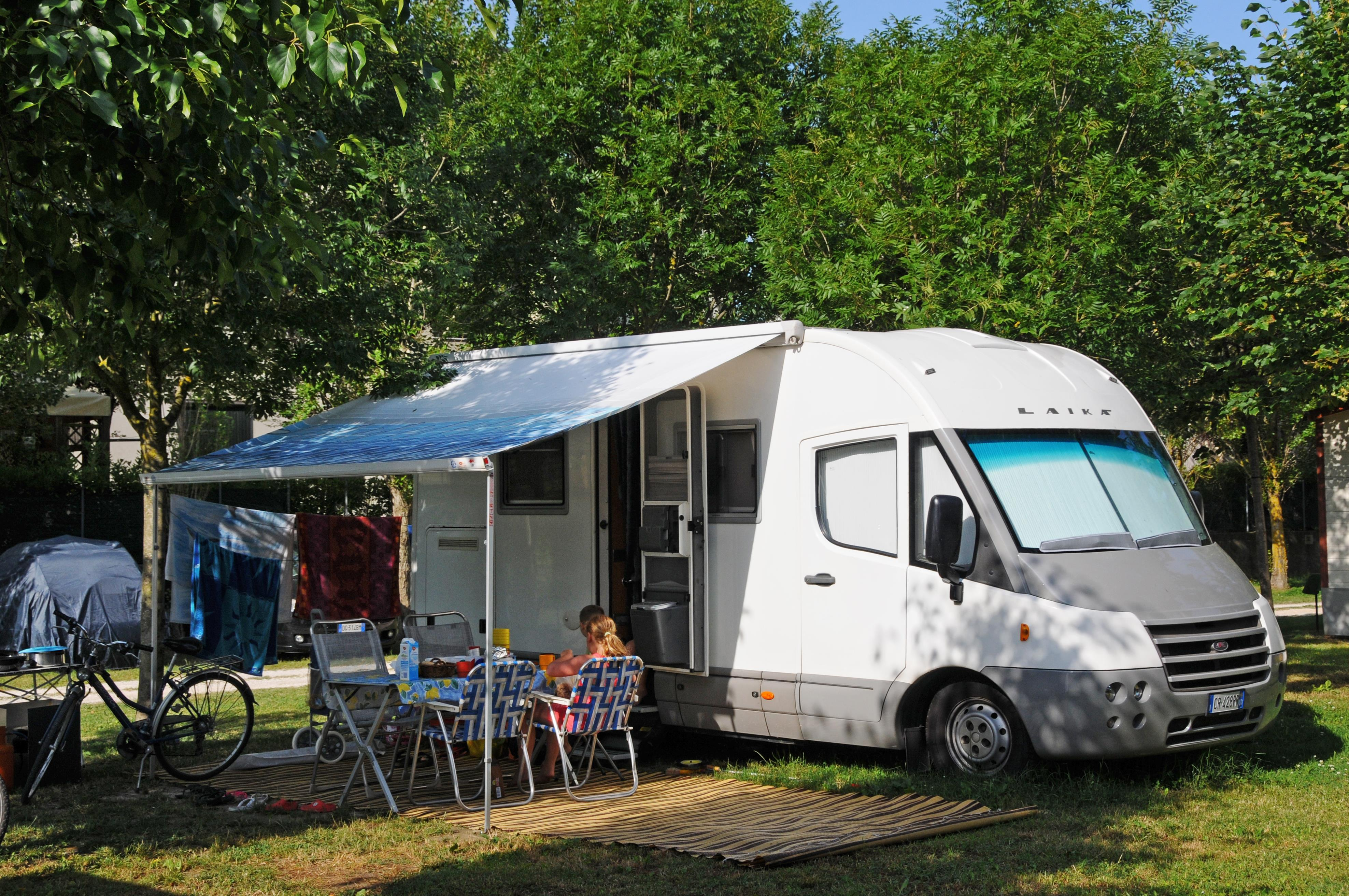 Piazzola Basic auto tenda/roulotte - 1 persona inclusa nel prezzo