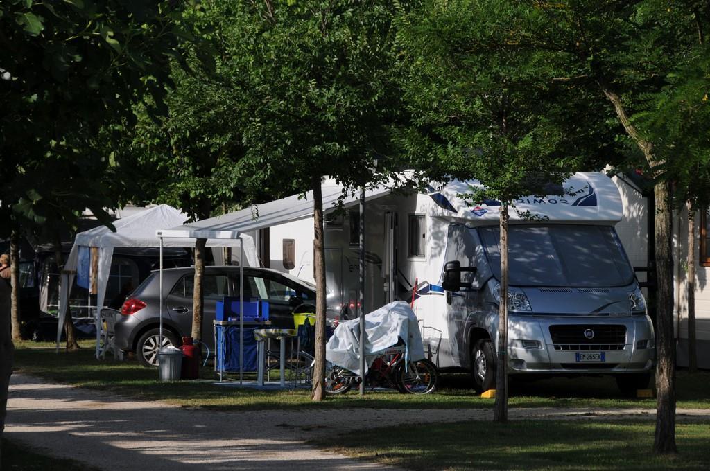 Piazzola Standard auto tenda/roulotte - 1 persona inclusa nel prezzo
