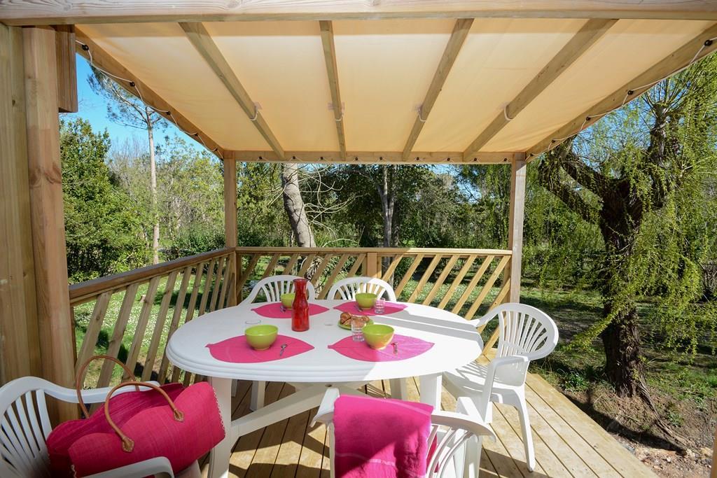 Location - Mobile Home Loggia Plus 24M² / 2 Chambres  , Terrasse En Bois + Climatisation + Lave-Vaisselle, Lit 1.60 - Camping Les Pêcheurs