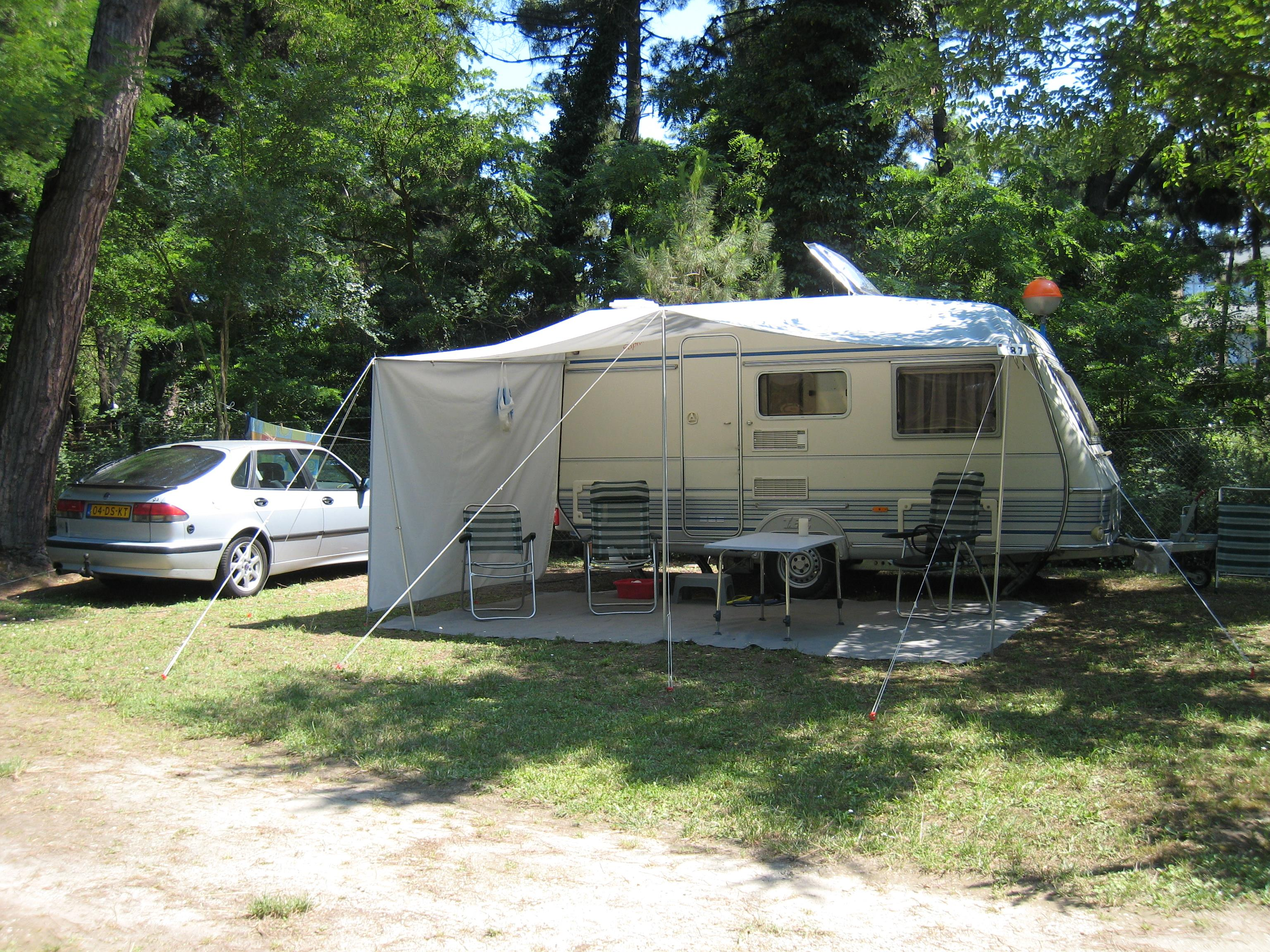 Pitch Standard Caravan + Car + Electricity 4 A