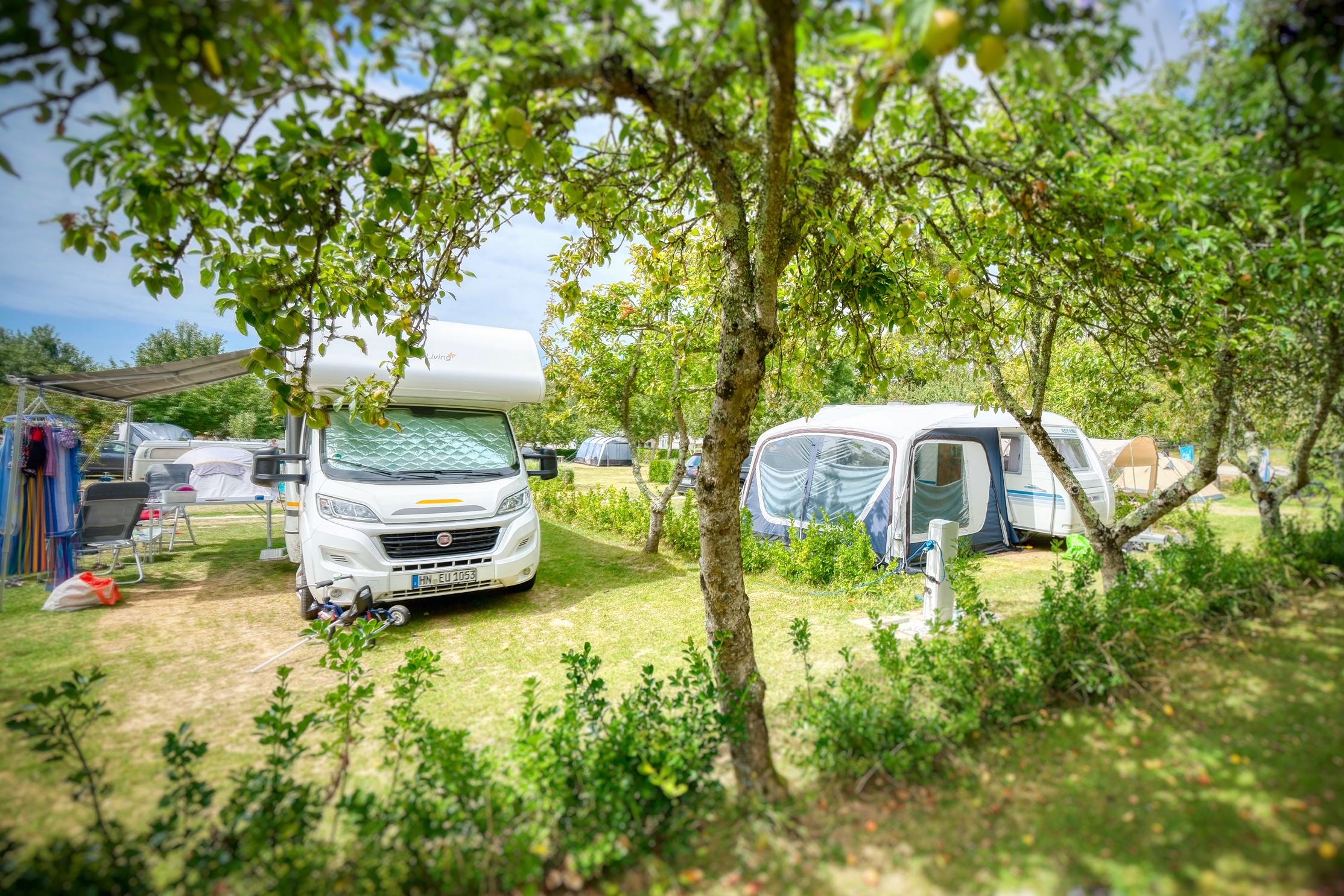 Emplacement - Emplacement Grand Confort - Camping Les Embruns