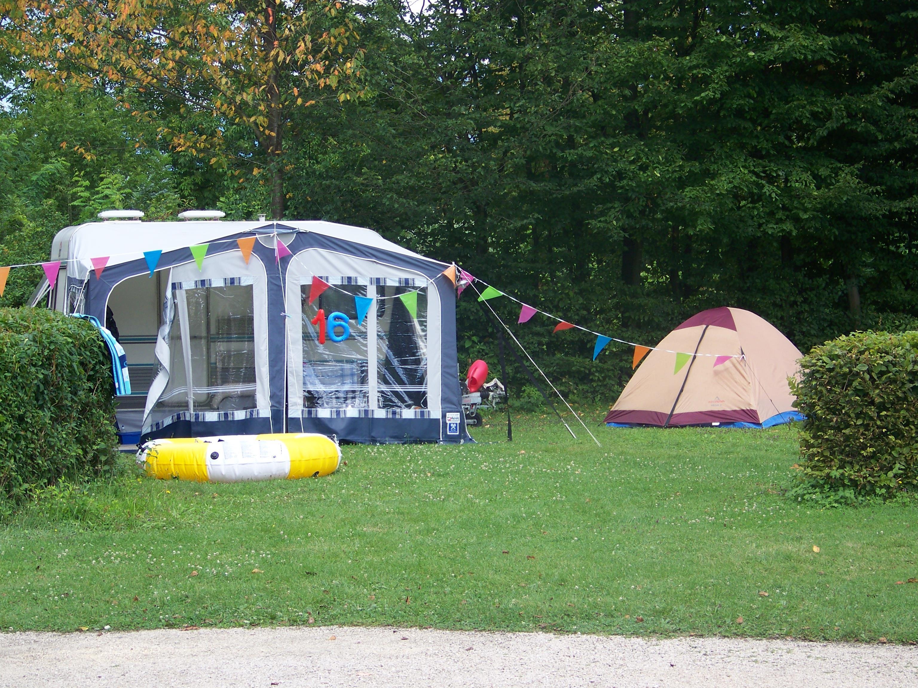 Emplacement - Forfait Nature (Voiture+Tente Ou Caravane) - Camping Lac de Carouge