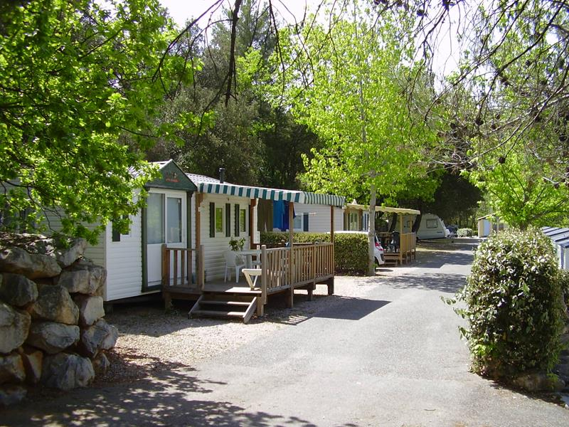 Location - Mobilhome 3 Chambres - Terrasse 15M² (Arrivées Et Départs Possibles Juillet-Août: Mercredi, Samedi Et Dimanche) - Camping La Pinède