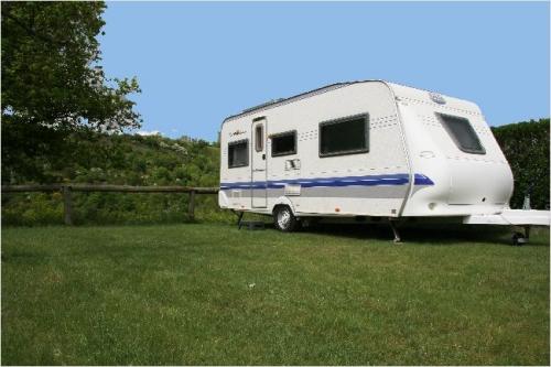Emplacement - Forfait Confort (1 Tente, Caravane Ou Camping-Car / 1 Voiture / Électricité 10A) - Flower Camping de Mars