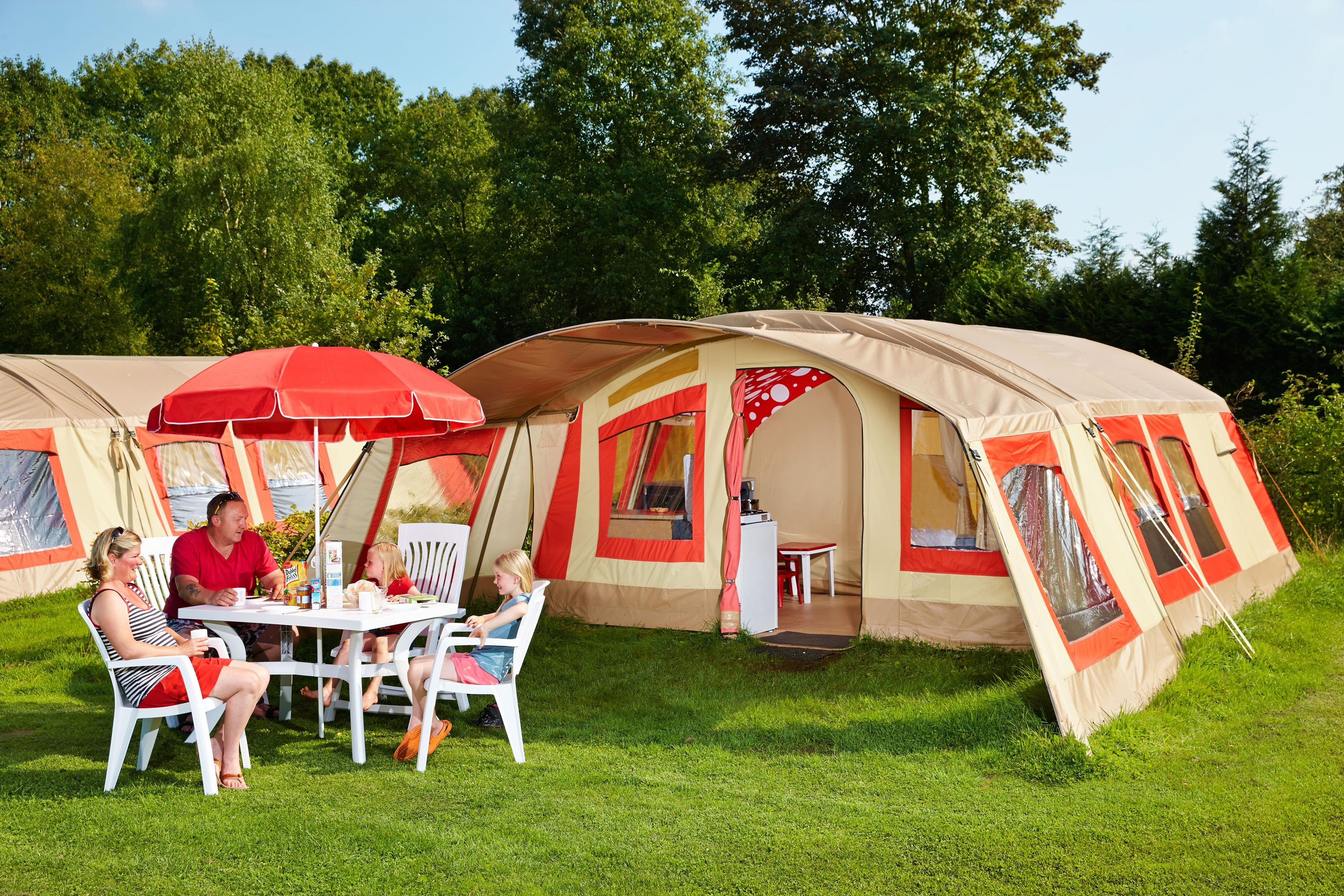 Accommodation - Bestcamp Family Tent + 1 Car - Camping Aux Rives du Soleil