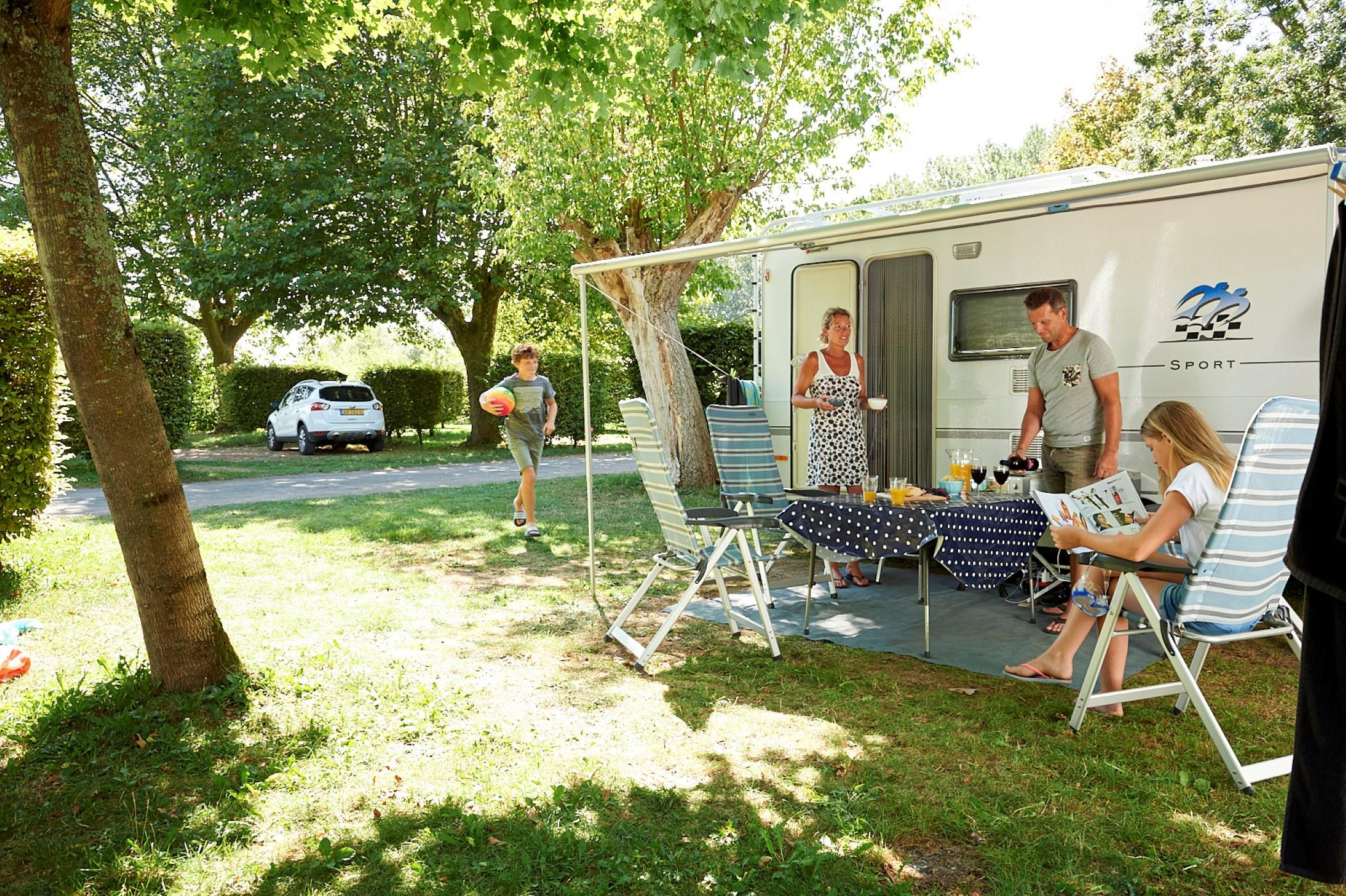 Pitch - Camping Pitch Caravan, Tent + Car Or Camper Van + 1St Small Tent Included - Camping Aux Rives du Soleil