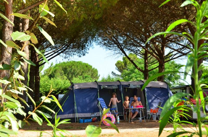 Emplacement - Emplacement Électrifié 6A - Camping Le Bon Port