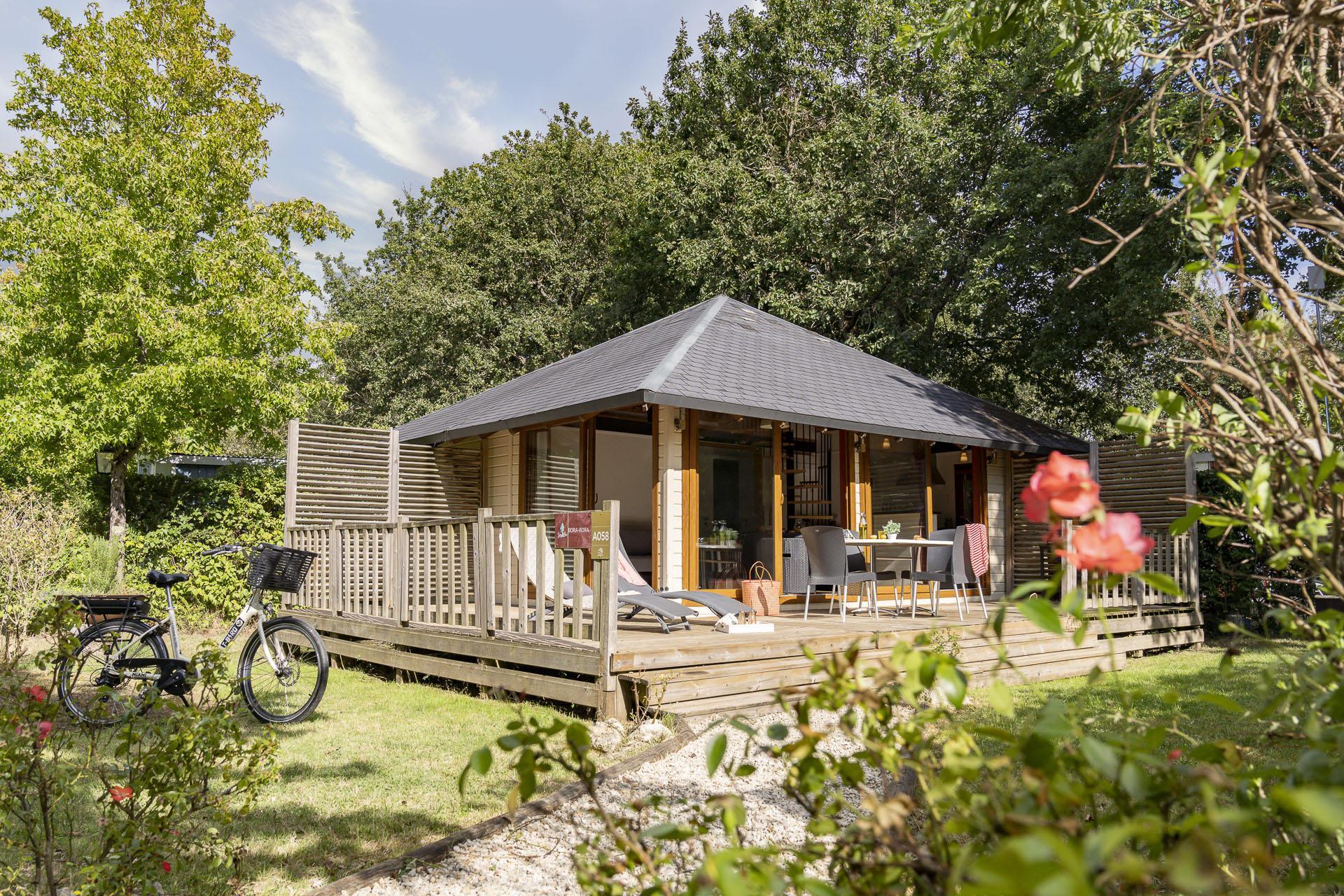 Location - Chalet Bora Bora 2 Chambres Climatisé Premium - Camping Sandaya Séquoia Parc