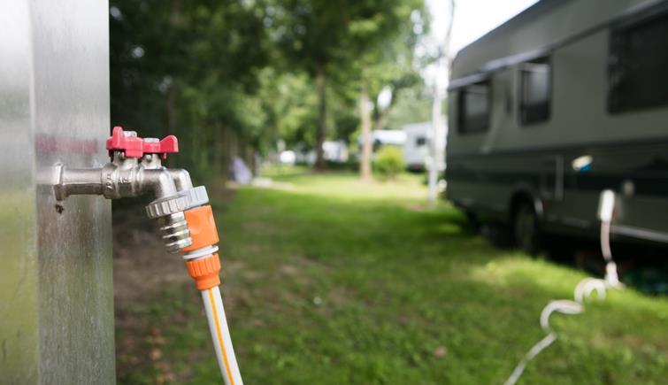 Emplacement Grand Confort - Electricité 10 A + Eau + Evacuation