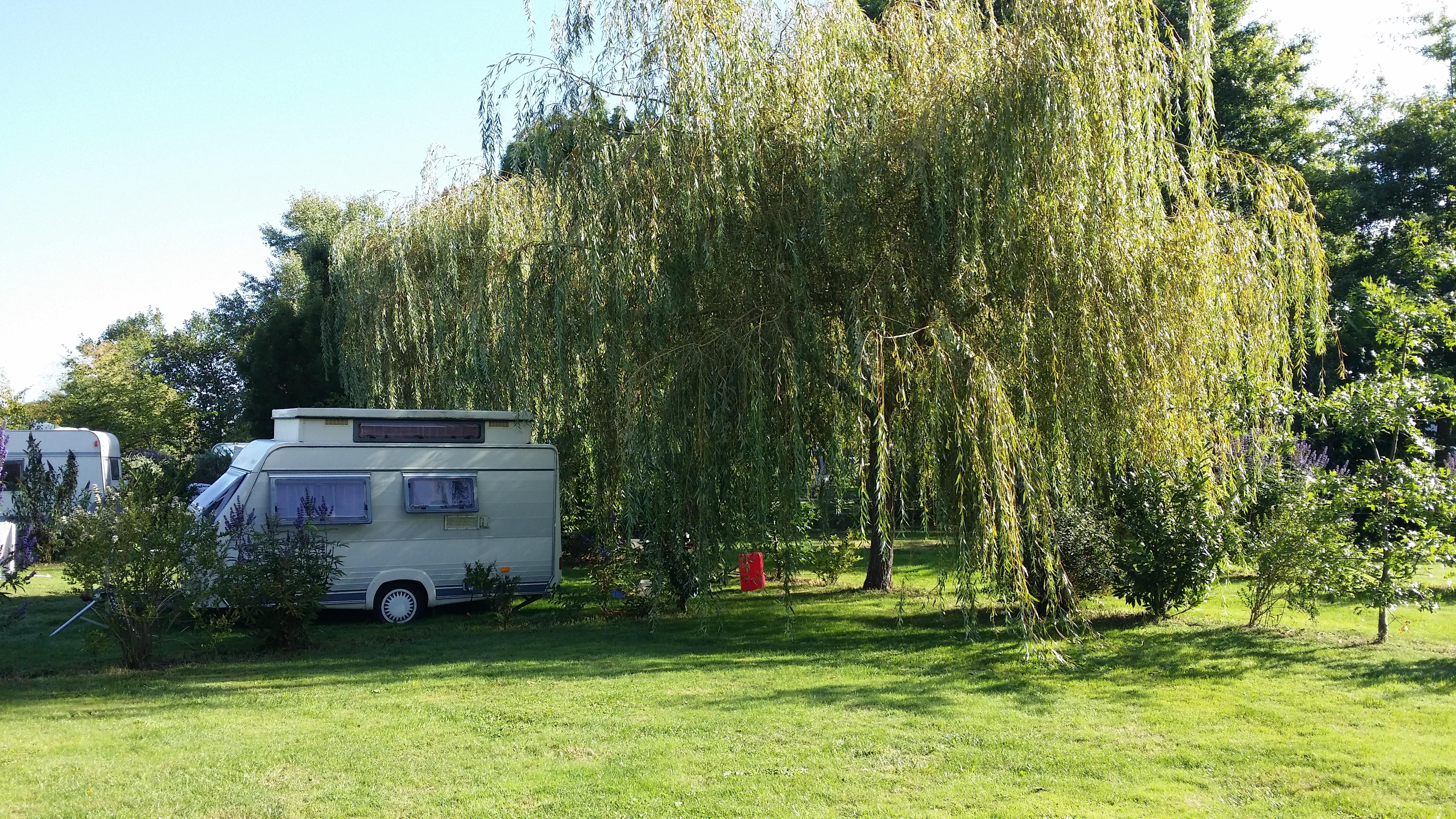 Emplacement  pour Caravane ou Camping-car (+ 1 tente inclue )