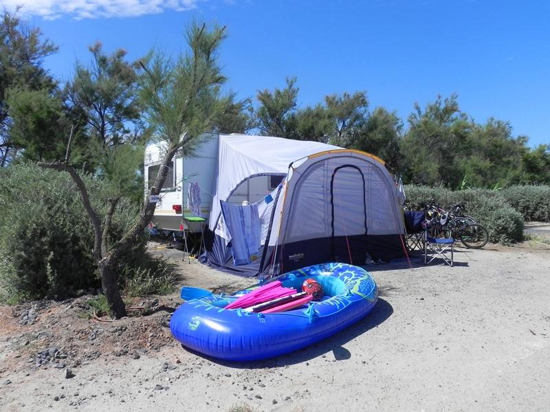 Pitch - Camping Pitch Second Row From The Sea - Caravan Or Camping-Car + Electricity - Les Méditerranées - Camping Beach Garden
