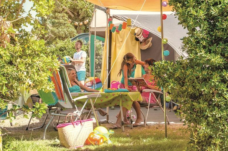 Emplacement - Forfait Emplacement, 1 Installation, 1 Véhicule Et Électricité - Camping Les Méditerranées Beach Garden