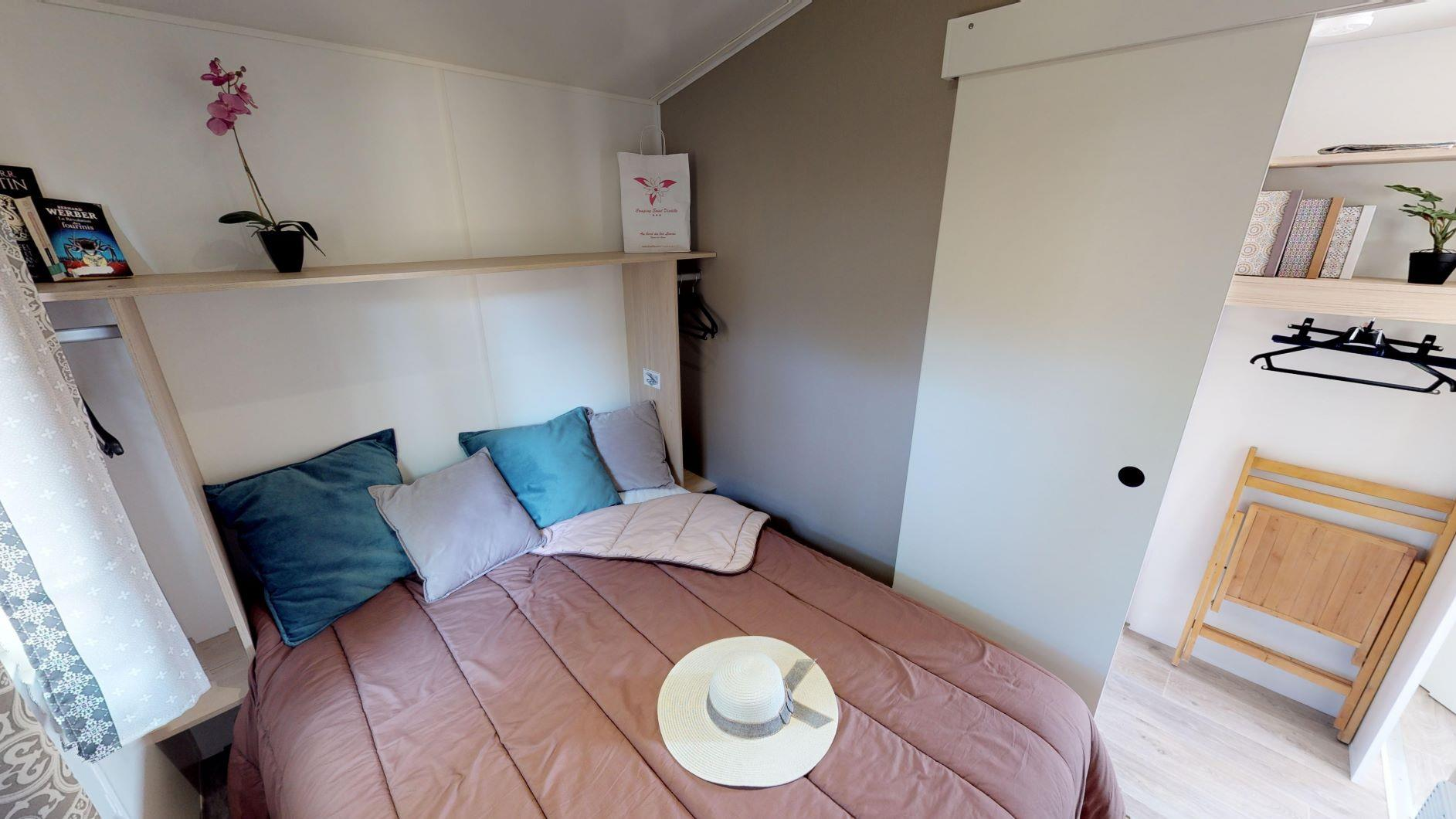 Accommodation - Tithome (2 Bedrooms) - Toilet Andkitchen Sink With Cold Water - Camping Saint Disdille