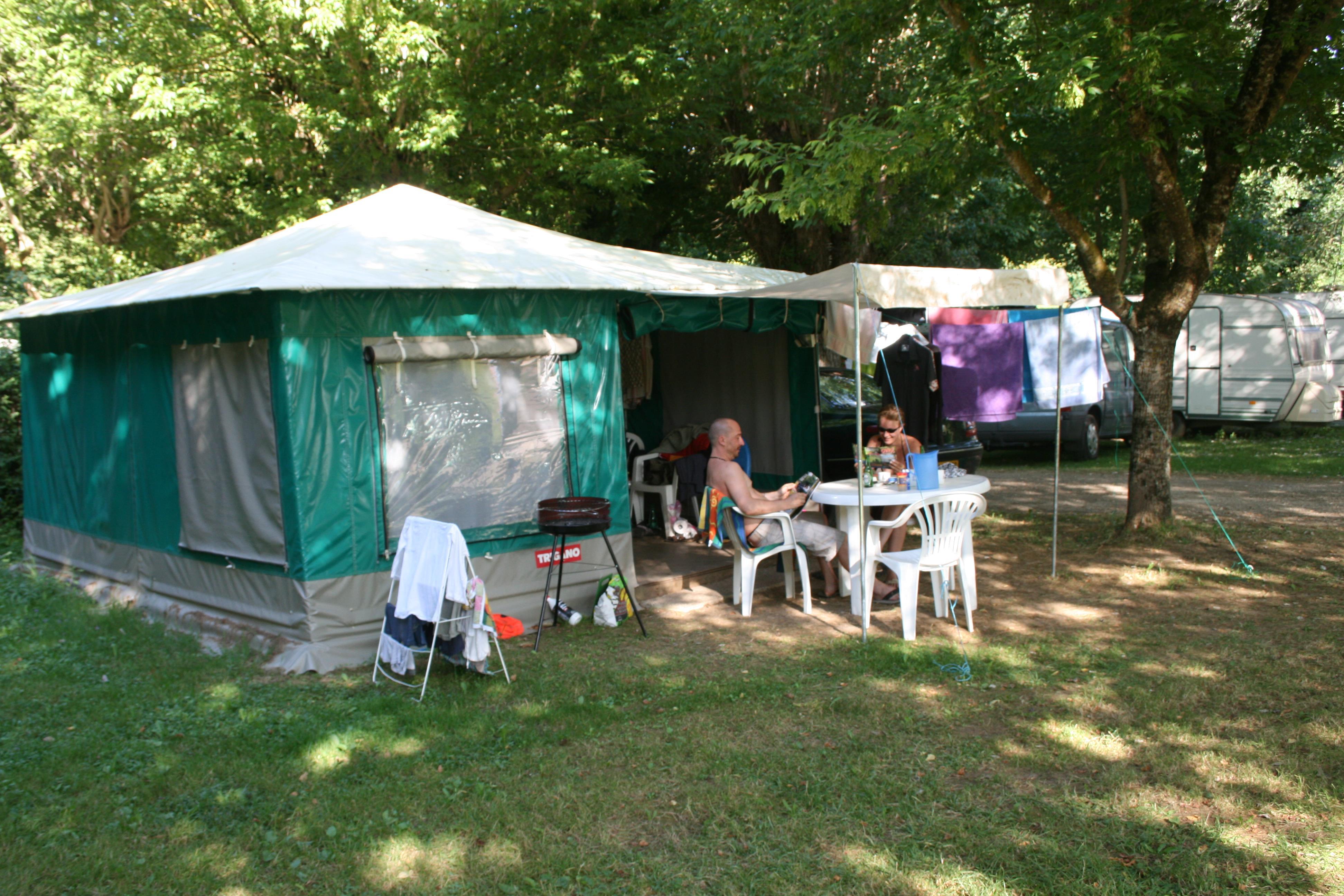Location - Bungalow Toilé - Sans Sanitaires - Camping L'Eau Vive