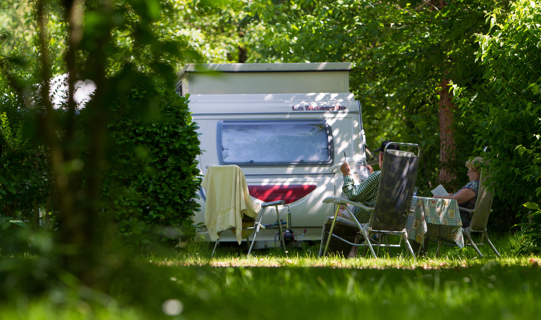 Emplacement - Emplacement + Voiture - Camping L'Eau Vive
