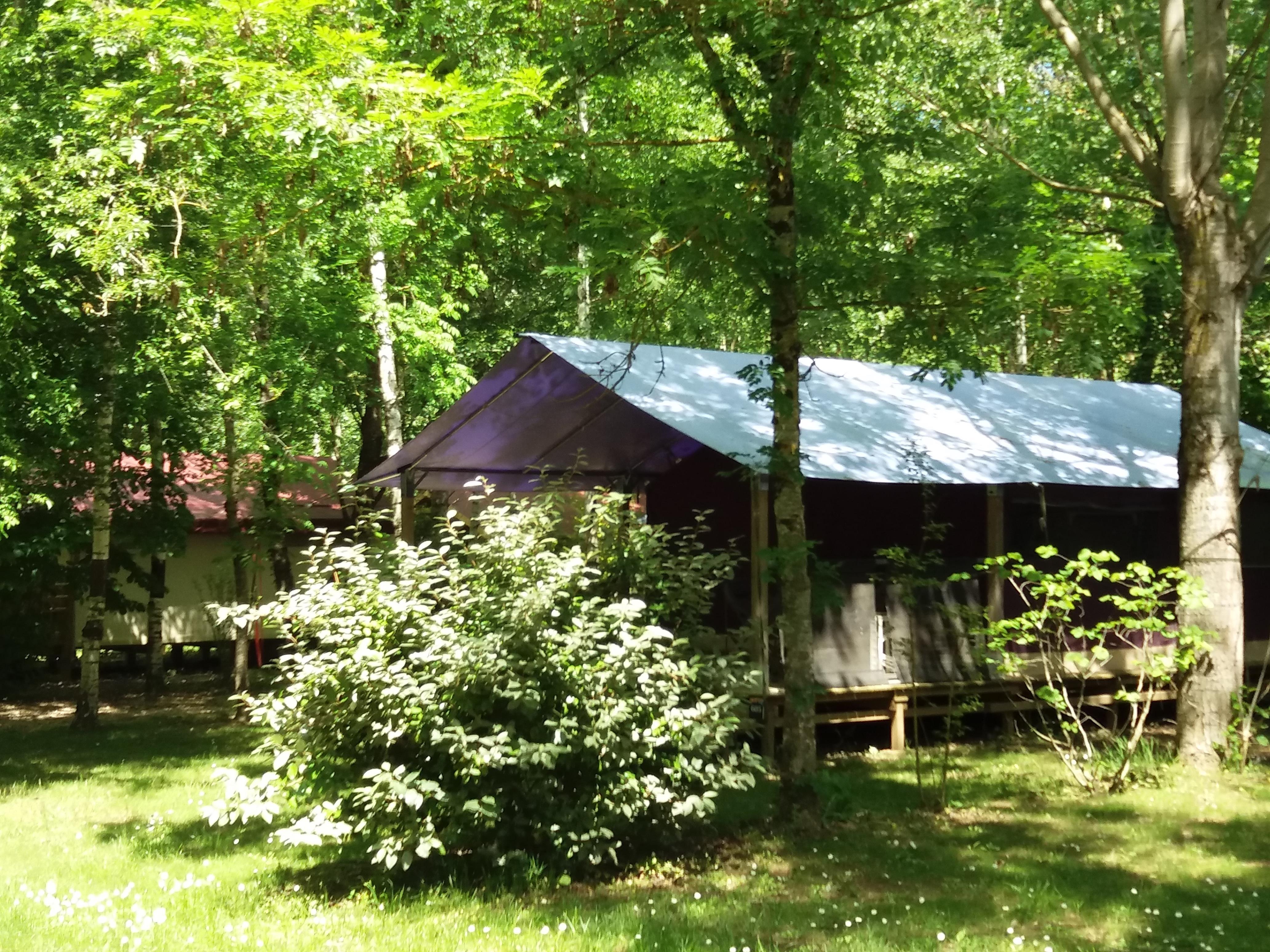Location - Freeflower Confort  (2 Chambres) Terrasse Couverte  Avec Eau Froide Sans Sanitaire - Flower Camping Les Gorges de l'Aveyron