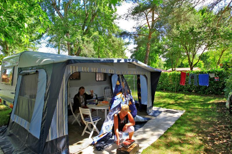 Emplacement - Emplacement Avec Électricité 10A - Camping Domaine des Chênes Verts