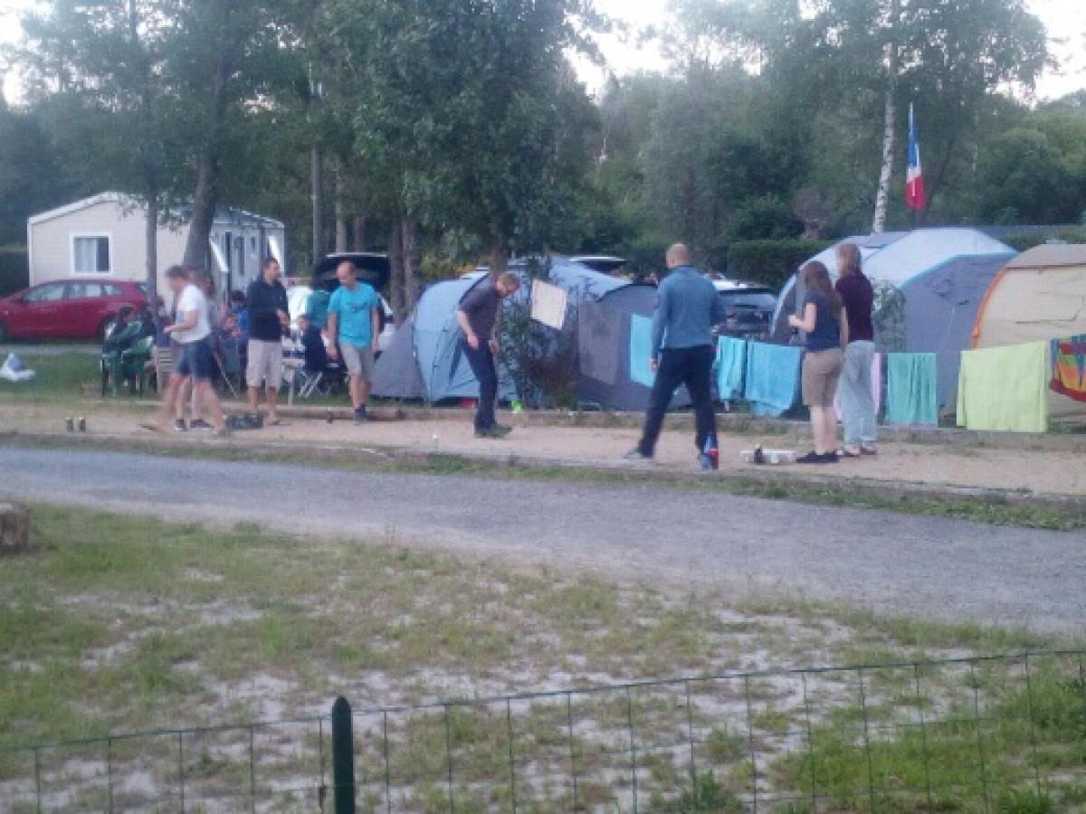 Emplacement - Emplacement  (1 Voiture + 1 Caravane/ Grande Tente) - Le Cattiaux Camping