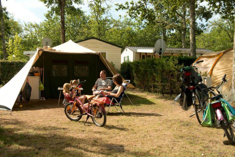 Forfait Nature sans électricité (1 tente, caravane ou camping-car / 1 voiture)
