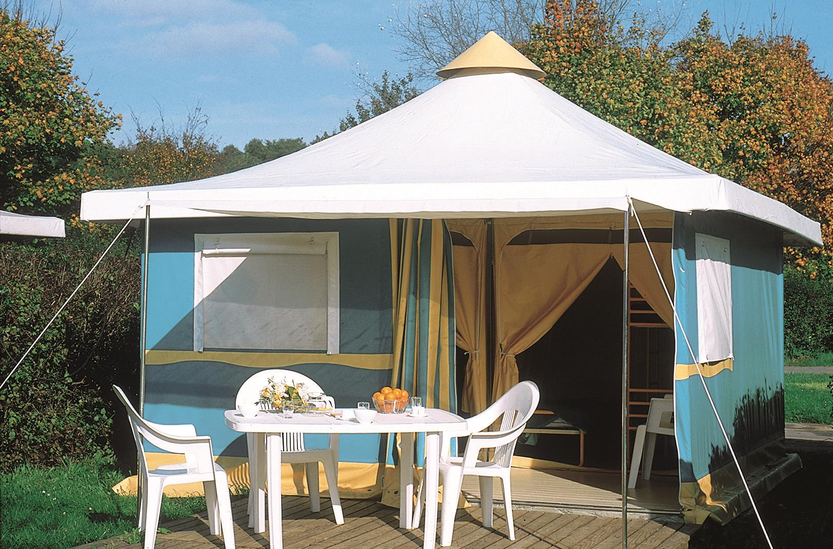 Huuraccommodatie - Bungalowtent 25 M² (2 Kamers) + Terras Confort + - Flower Camping Le Riviera