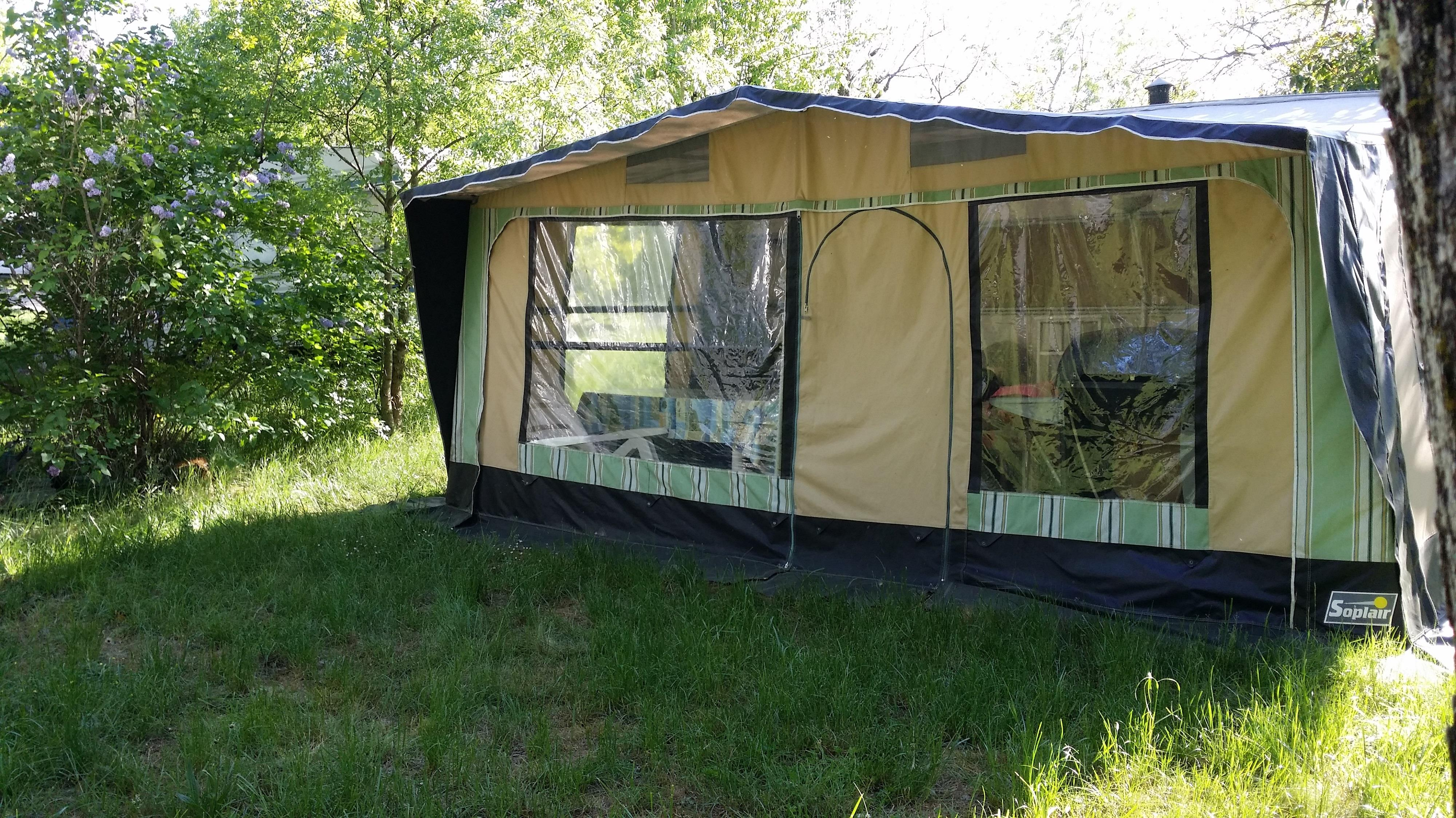 Pitch - Comfort Package (1 Tent, Caravan Or Motorhome / 1 Car / Electricity 10A) - Flower CAMPING SAINT AMAND