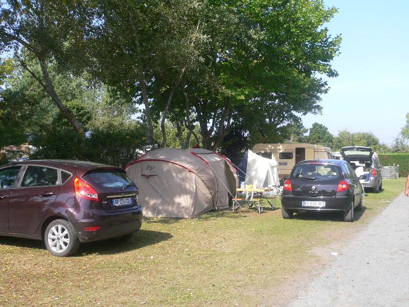 Forfait Confort : Emplacement  pour Caravane, camping-car ou tente +1 voiture + Electricité