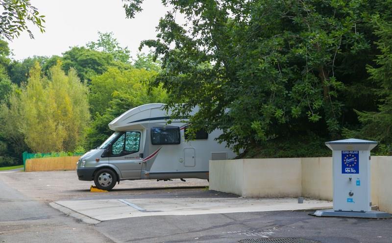 Emplacement - Offre Spéciale Aire Camping-Car Sur Court-Séjour: Emplacement/Nuit Comprenant 1 Empl Et Electricité 10A- - Camping de la Plage