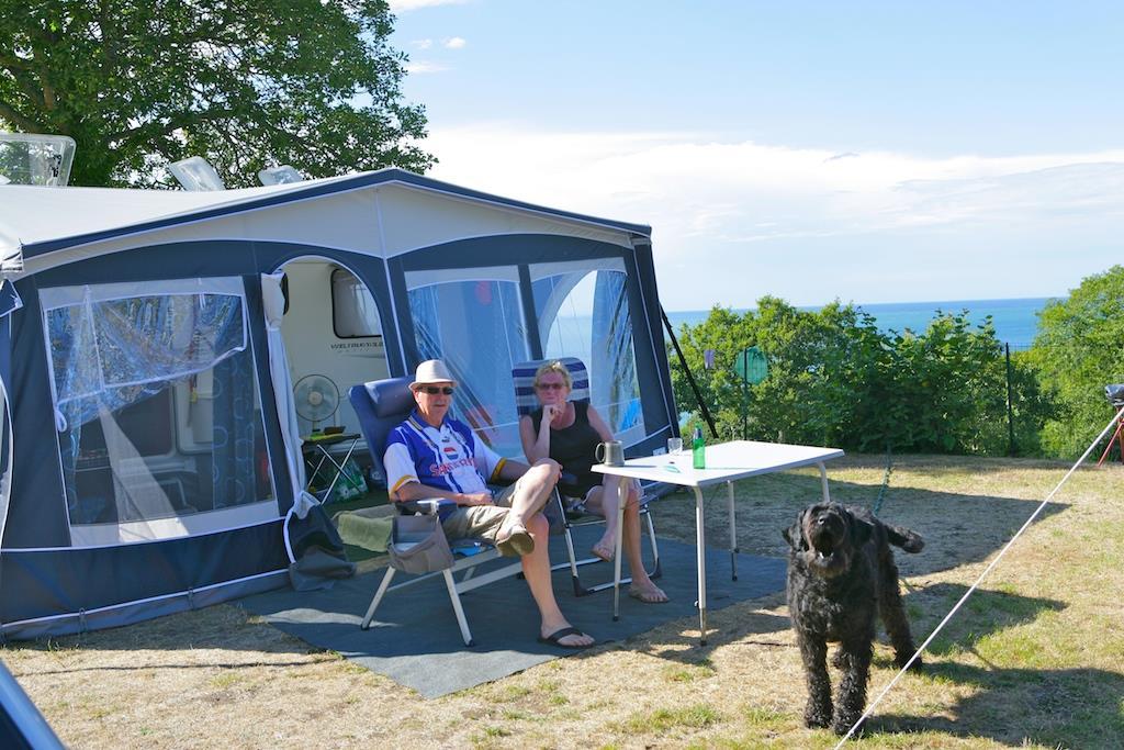 Emplacement - Emplacement Confort (Electricité 10 A - Eau) - Vue Mer - Camping L'Anse du Brick