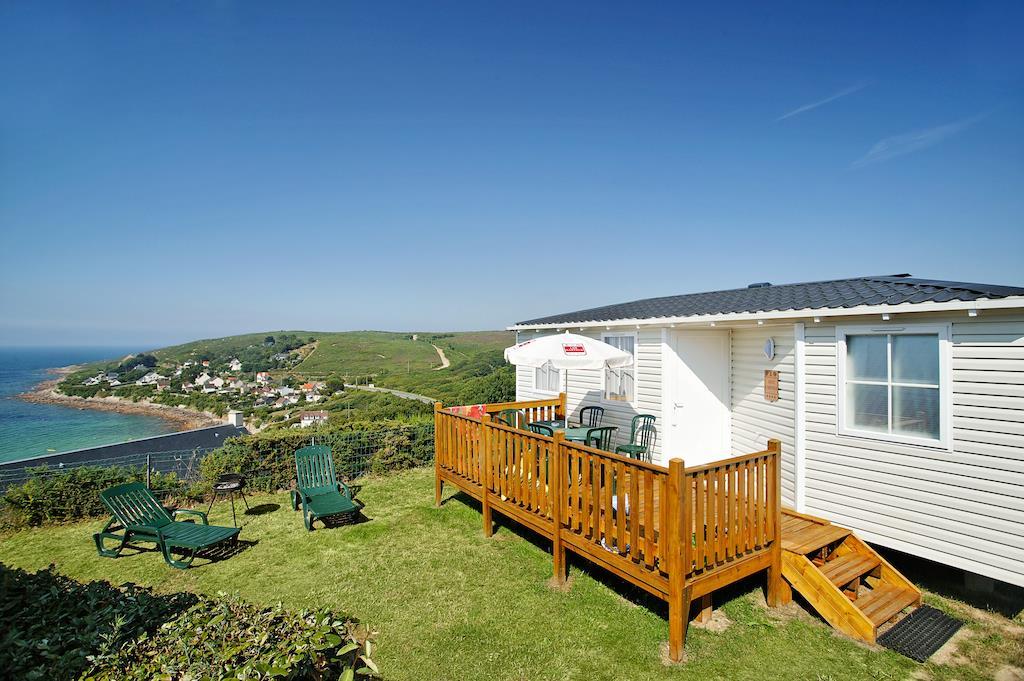 Location - Cottage 2 Chambres - 1 Salle De Bain - Vue Mer. Dimanche - Camping L'Anse du Brick