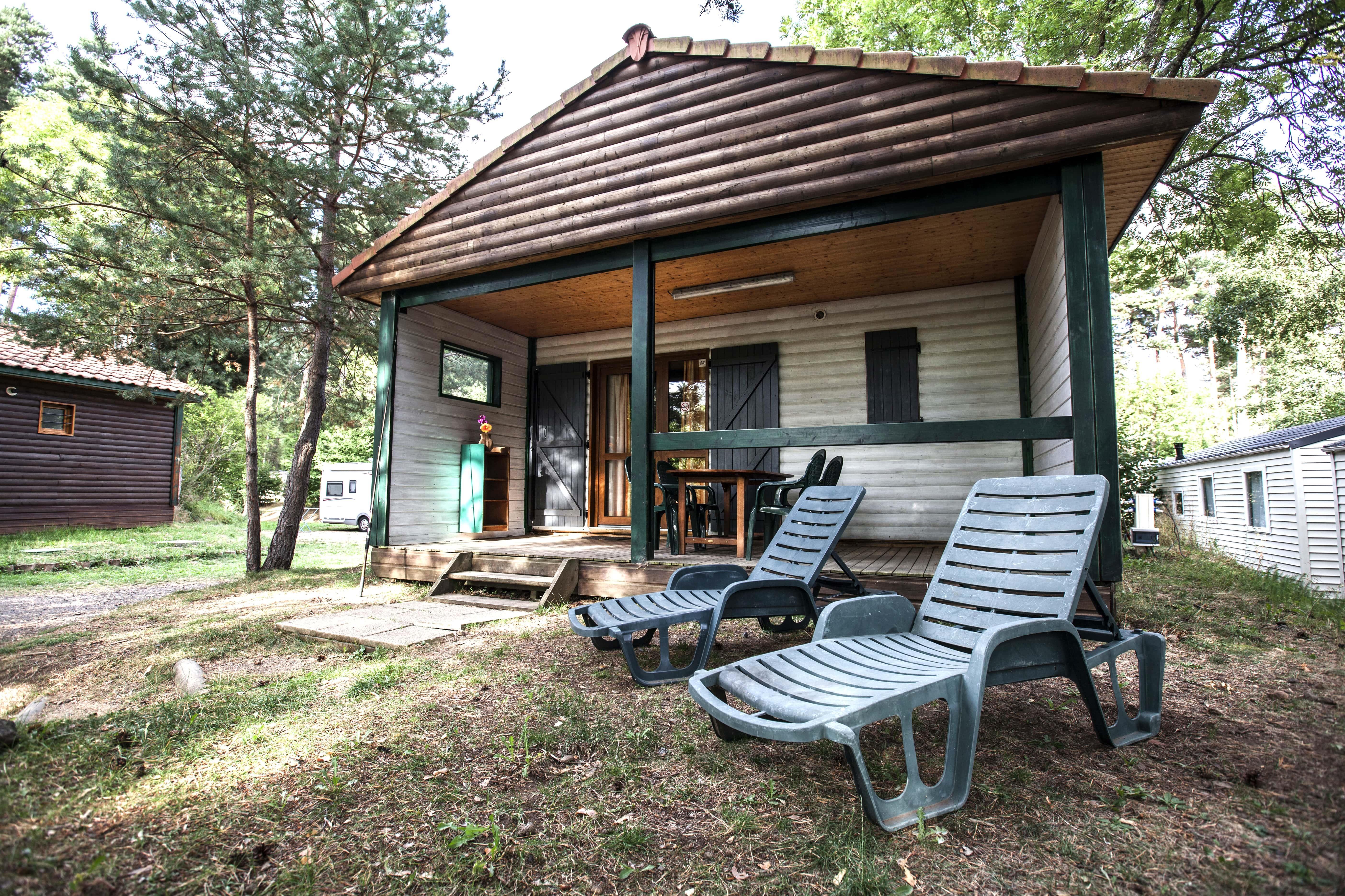 Location - Chalet Terrasse 5 Personnes Incluses En Court Séjour - Capacité - Camping du Lac d'Aydat