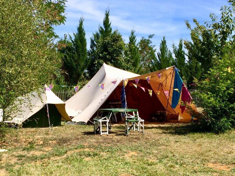 Emplacement - Emplacement, Électricité (10 Amp.) Et Voiture - Camping Les Charmes