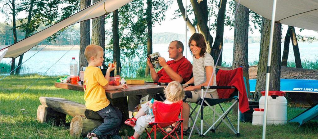 Emplacement - Empl.  Caravane Ou Tente - 2 Adultes/3 Enfants Ou 3 Adultes - Electricité Inclue - Campingpark Am Weißen See