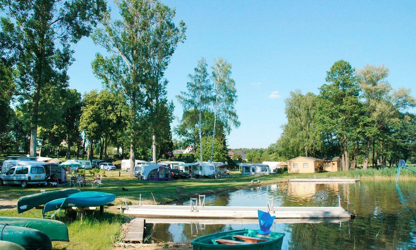 Emplacement - Empl.  Caravane Ou Tente - 2 Adultes/3 Enfants Ou 3 Adultes - Electricité Inclue - Camping Zwenzower Ufer