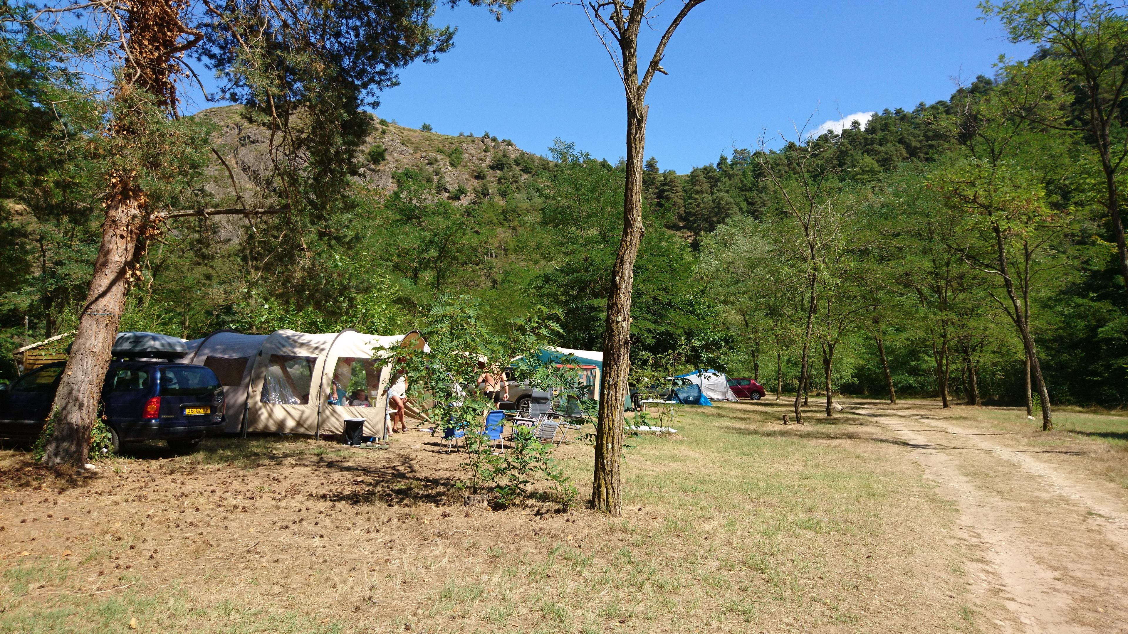 Emplacement - Emplacement  + Véhicule - Camping Le Viaduc