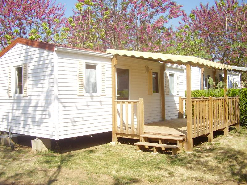 Accommodation - Mobile  Home Grand Confort 26,60 M2, Climatisé Du Dimanche Au Dimanche 2/6 Pers - CAMPING LA SOURCE