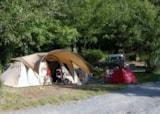 Emplacement 2 personnes + équipement (caravane ou tente ou camping-car) + 1 véhicule