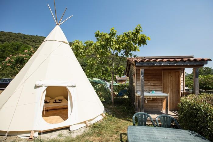 Location - Tipi 2/4 Personnes Avec Salle D'eau Et Wc - Camping Les Cerisiers du Jaur