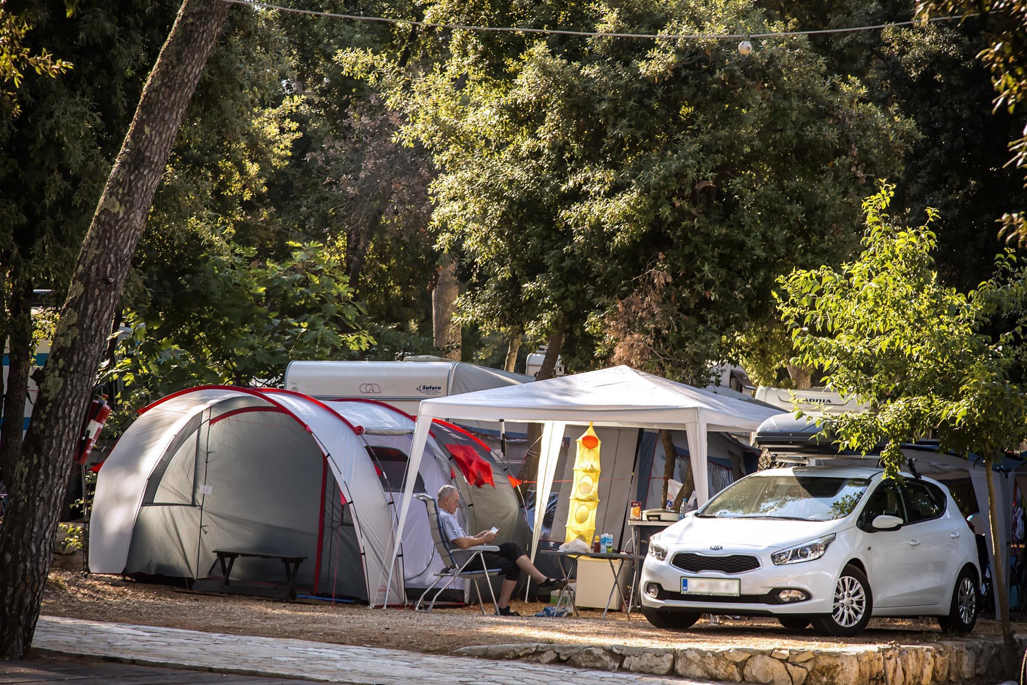 Emplacement - Emplacement Standard : Voiture + Caravane/Tente Ou Camping-Car + Electricité - Camp Park Soline