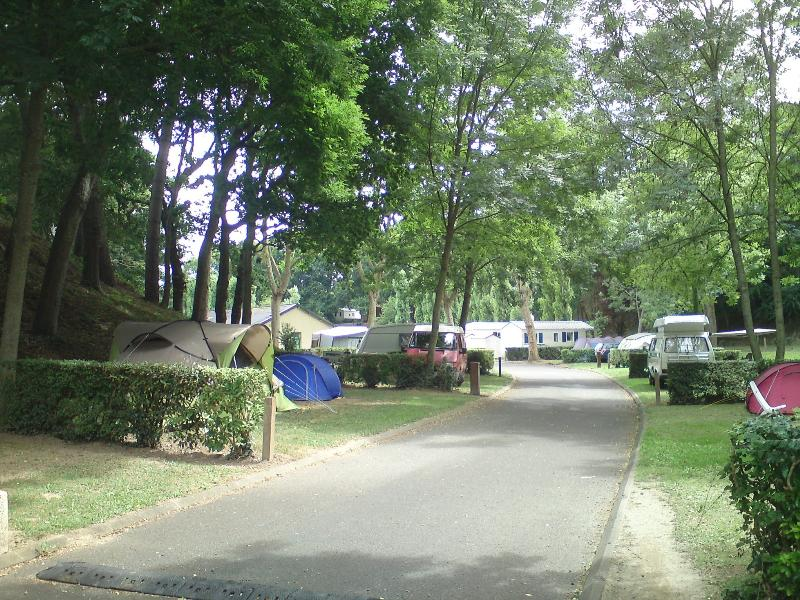Emplacement - Forfait Confort (1 Tente, Caravane / 1 Voiture / Électricité 10A) - Camping des Vallées