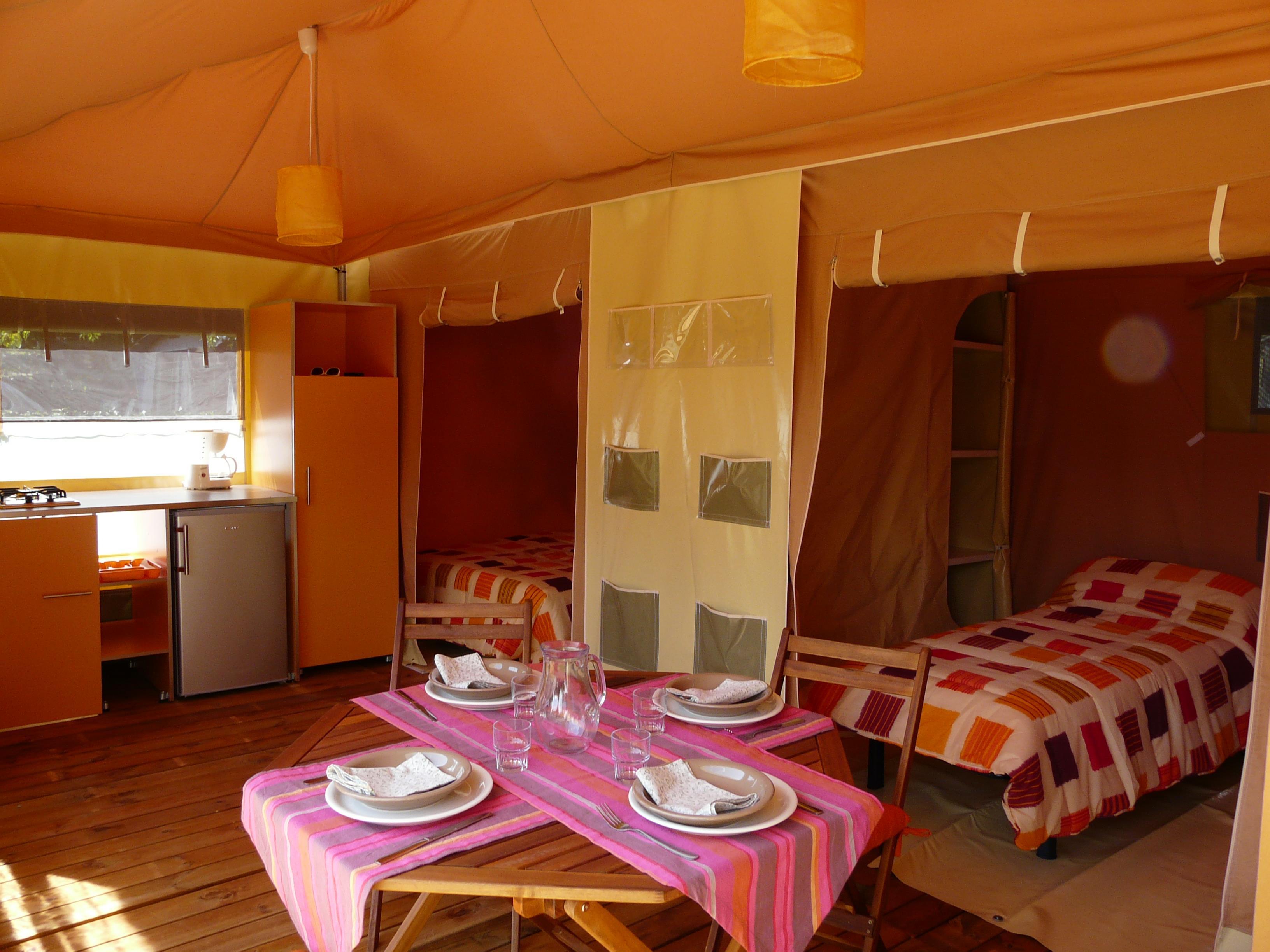 Location - Bungalow Toilé Maldives Confort 26 M² 2 Chambres + Terrasse Couverte / Sans Sanitaire - Adapté Aux Personnes À Mobilité Réduite (Pmr) - Camping des Vallées