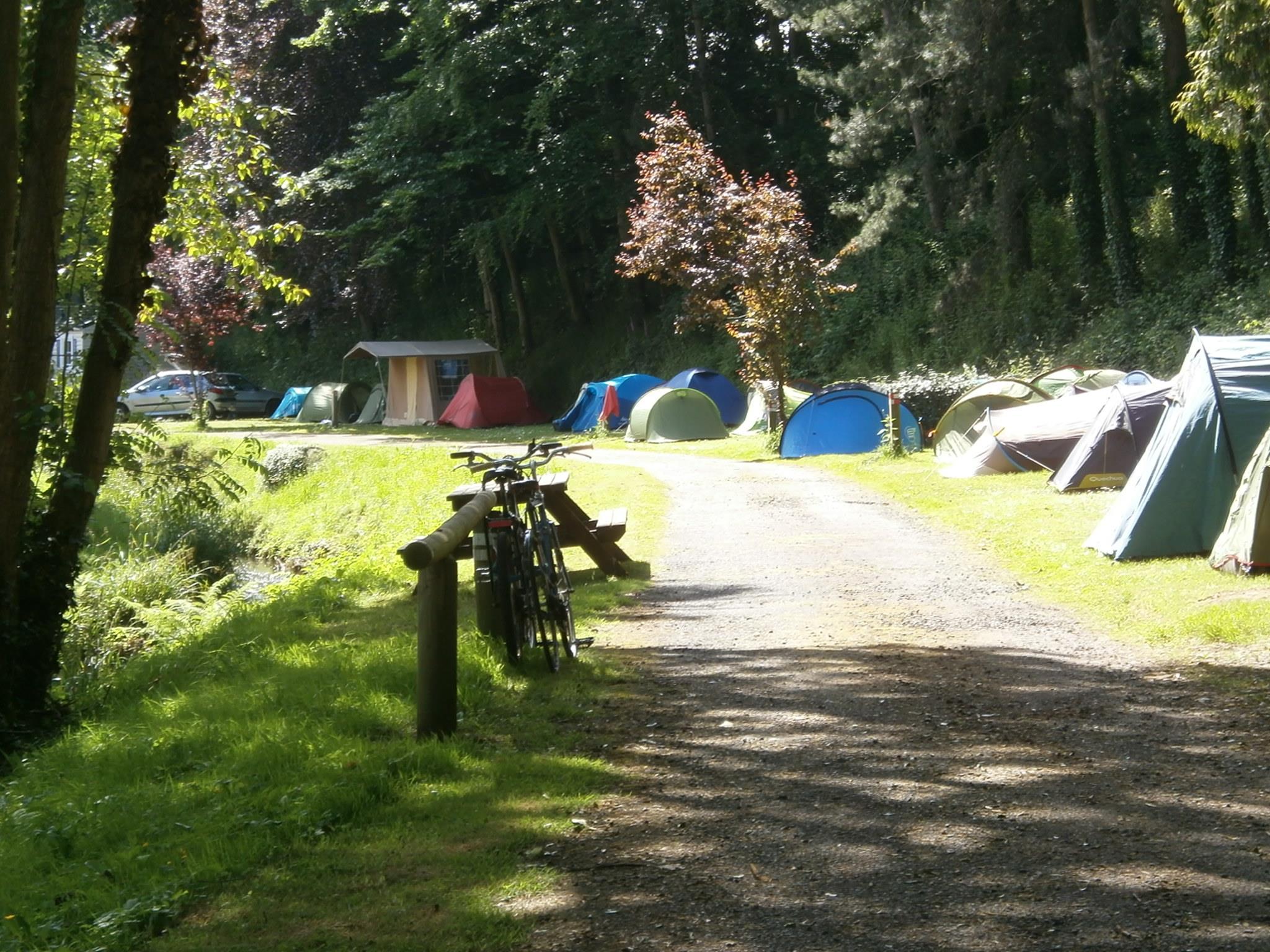 Emplacement - Forfait Randonneur : Tente + Vélos Sans Électricité - Camping des Vallées