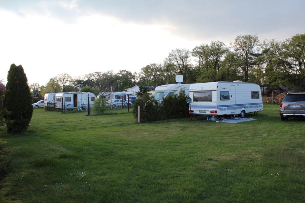 Parcela 80-120 M² + Caravana O Càmping-Car O Tenda Gran + Max. 5 Kwh Of Electricity