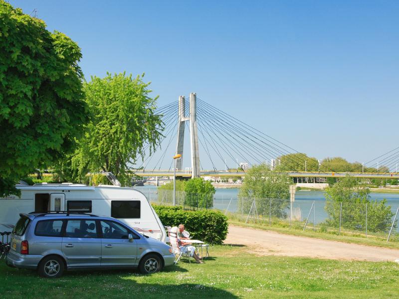Camping Pont de Bourgogne, Chalon-sur-Saone, Saône-et-Loire