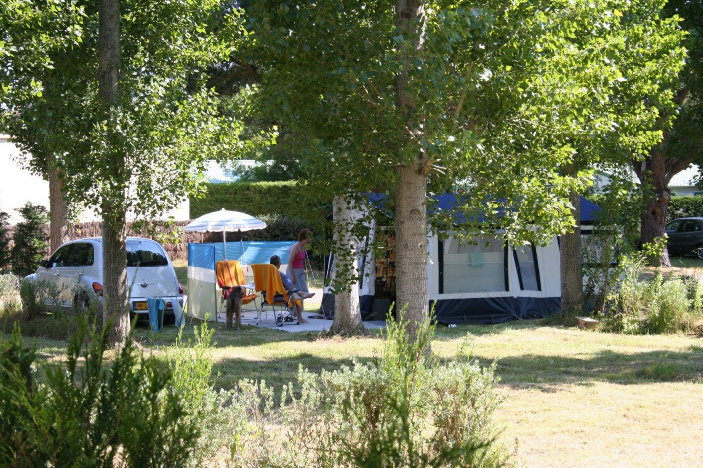 Emplacement - Emplacement Électricité À La Nuitée - Chadotel Camping La Trevillière