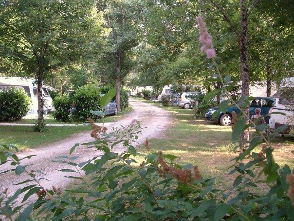 Emplacement de 80 à 110 m2 pour Caravane - Tente - Van aménagé - Camping Car
