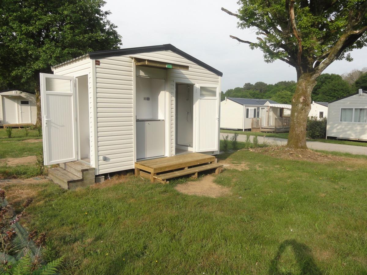Emplacement - Emplacement Avec Sanitaire Privé Et Électricité 16 Ampères - Camping du Haras