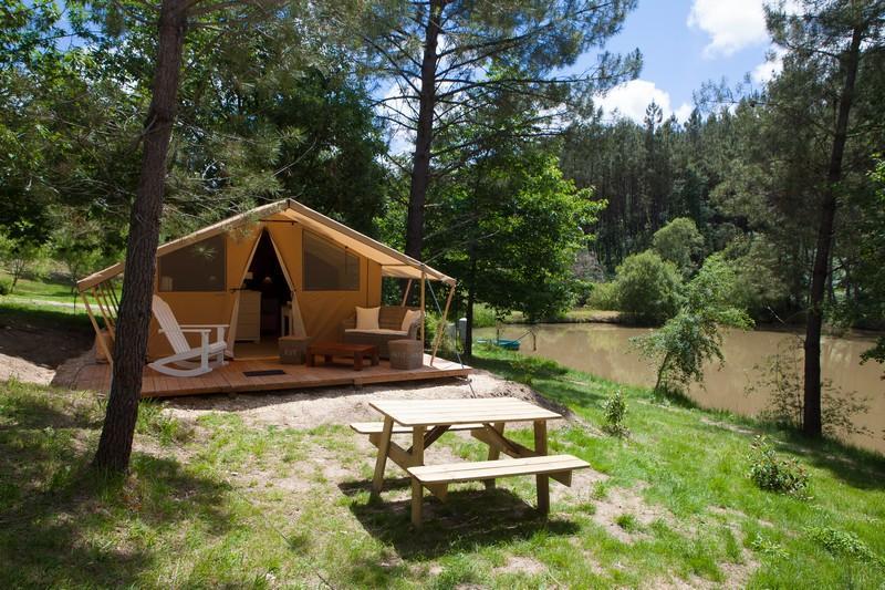 Location - Tente Safari Meublée Luxe - Bord Étang - Camping Sites et Paysages Etang de Bazange